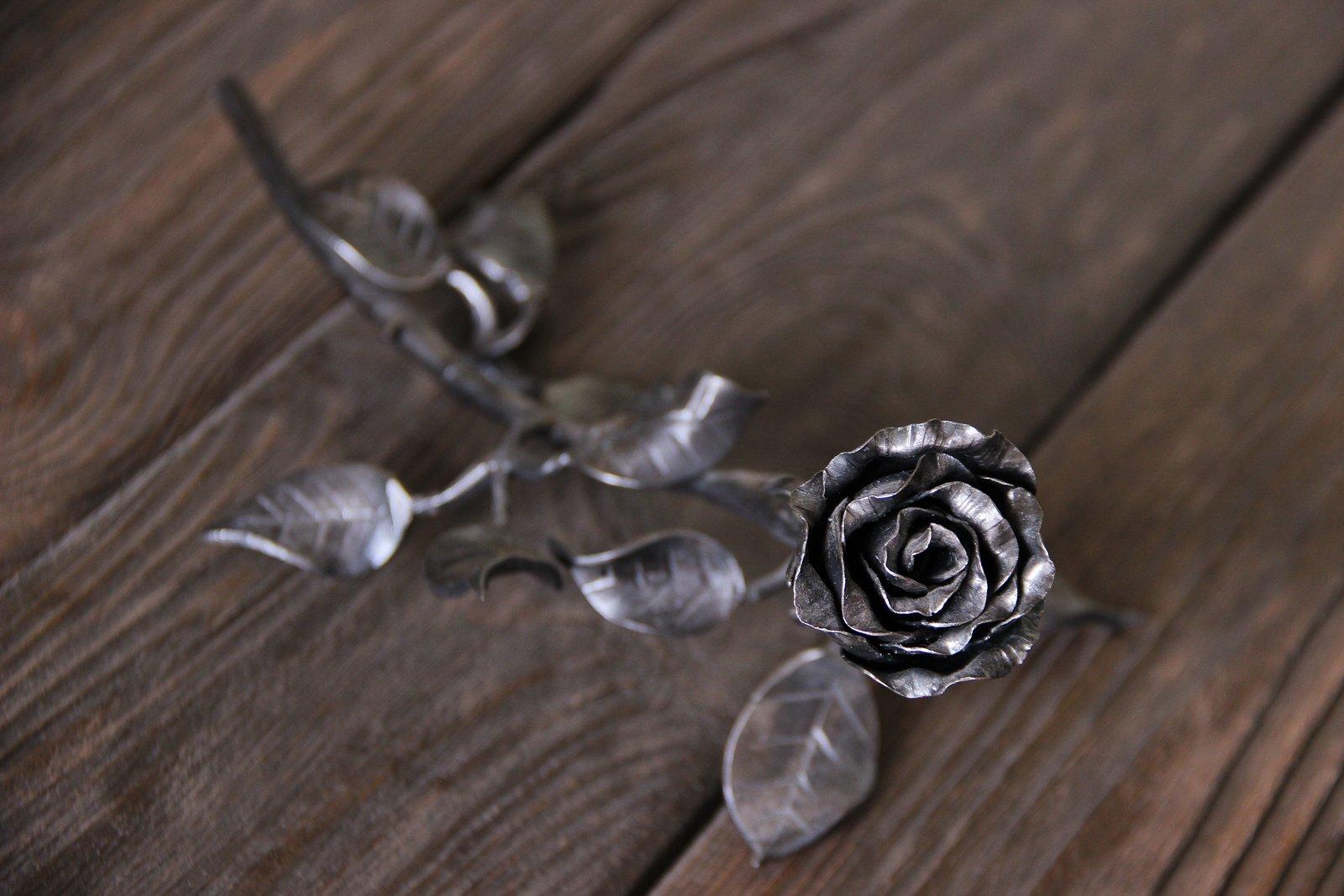Кованная металлическая роза Акант