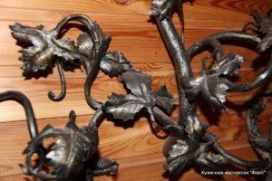 Кованая металлическая вешалка Акант