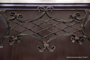 Кованый дизайнерский стол с мраморной столешницей